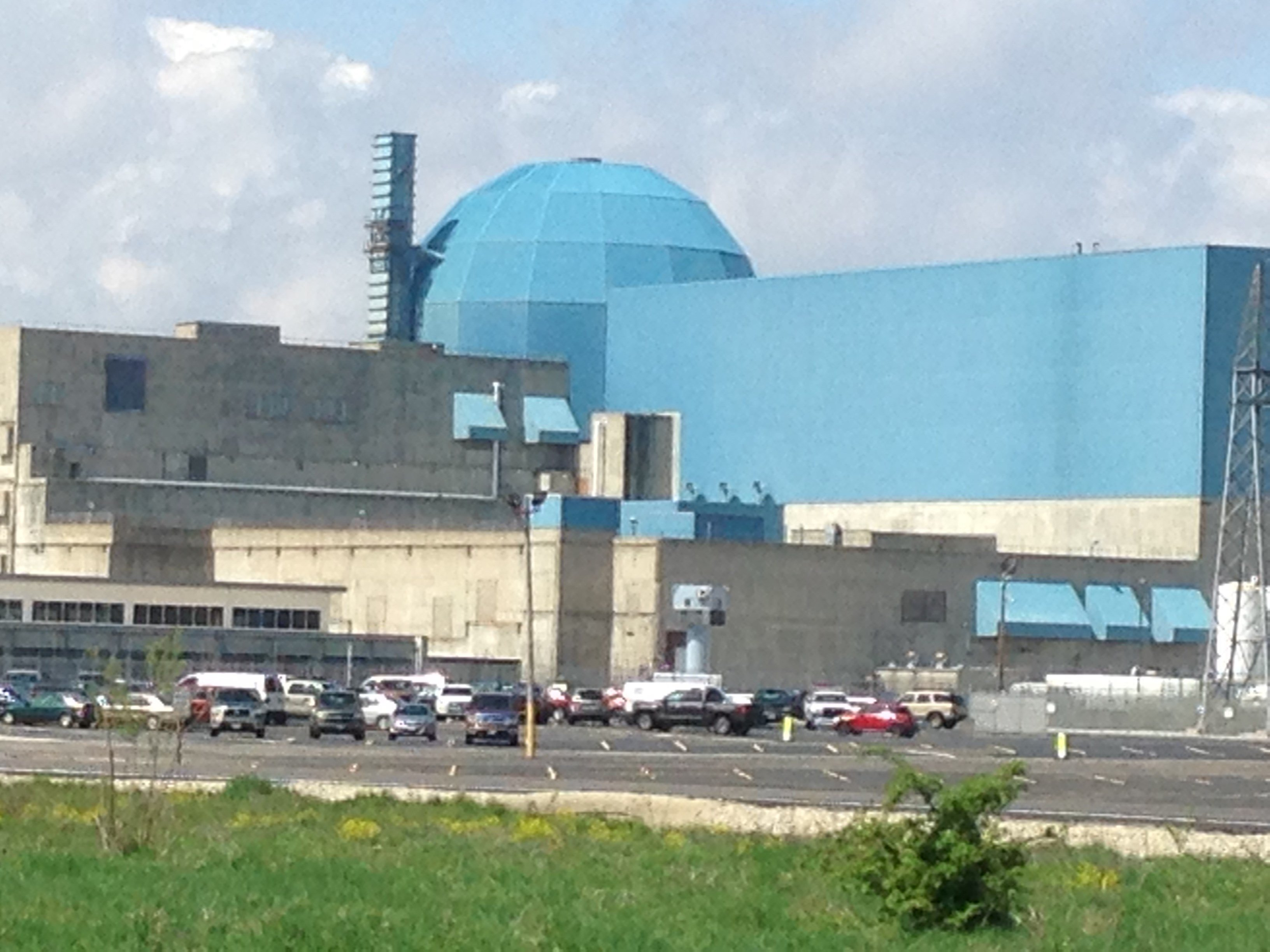 Group looking to keep IL nuclear power plants open