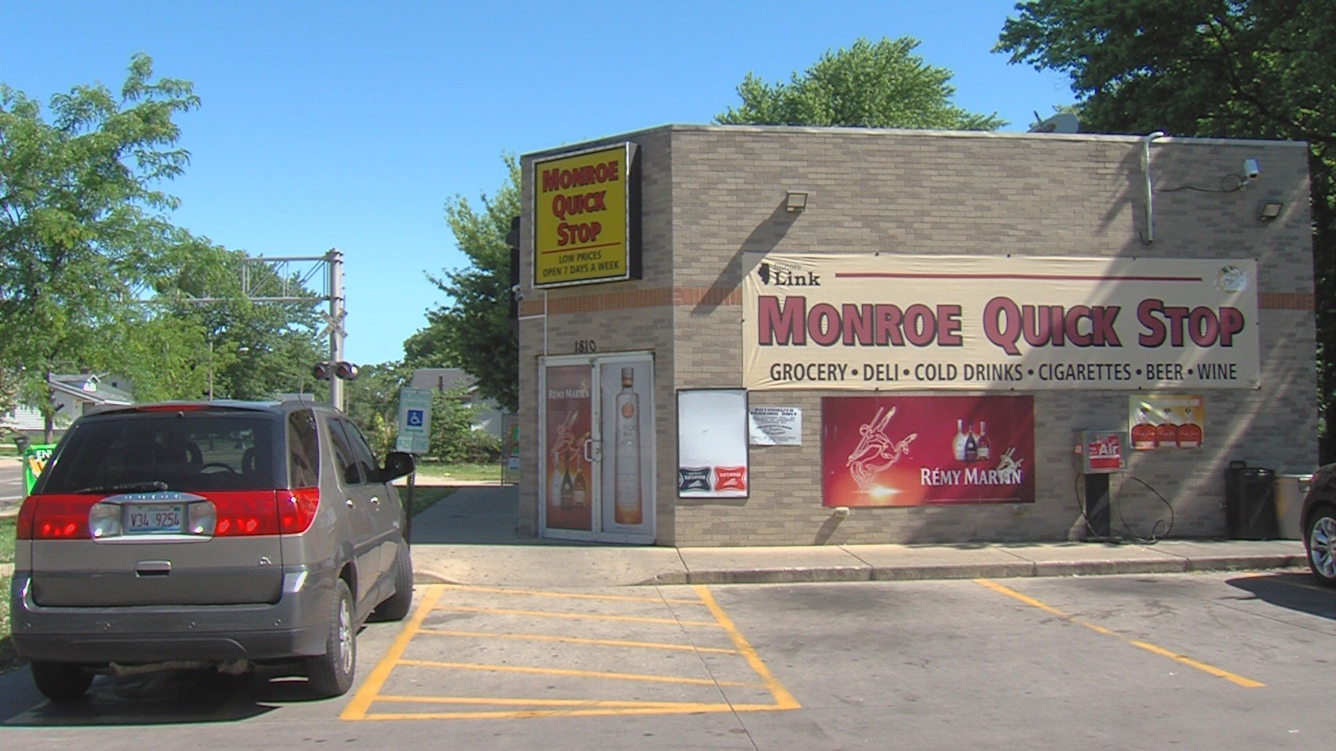 Decatur Ill Wand Around 9 30 P M Friday Night Gun Shots Were Fired At The Quick Stop Convenience In
