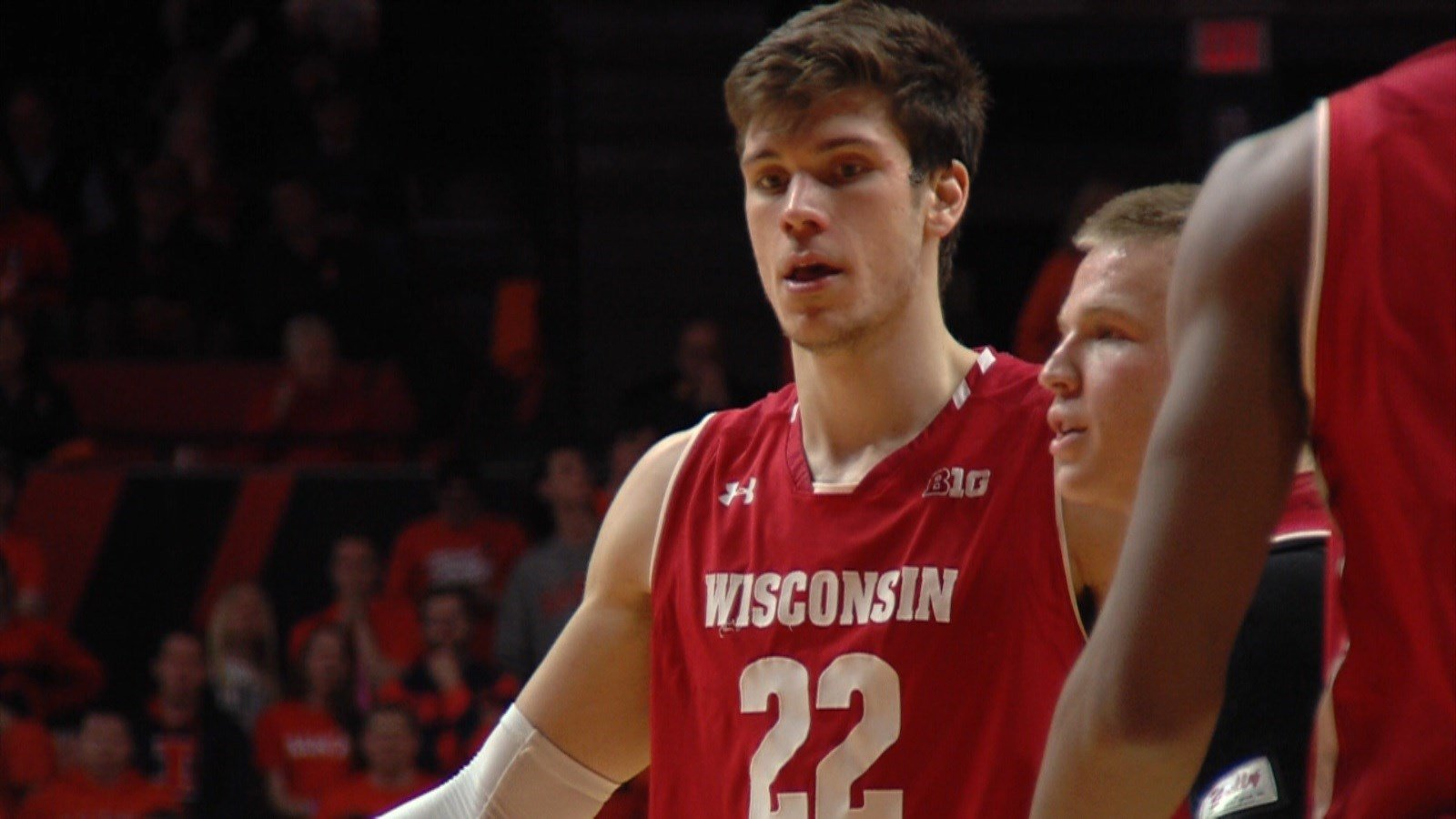 Badgers win 13th-straight over Illini