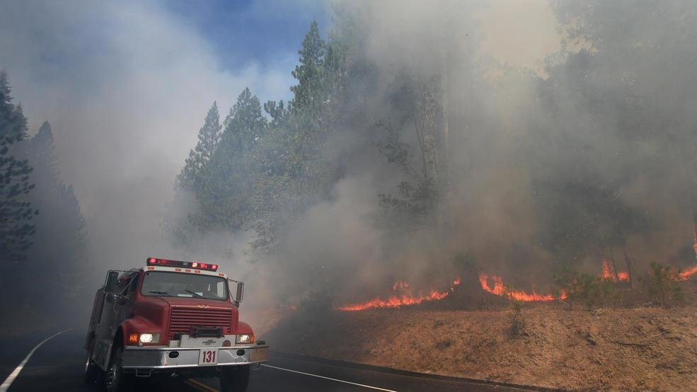 Deadly fire near Yosemite National Park continues to grow