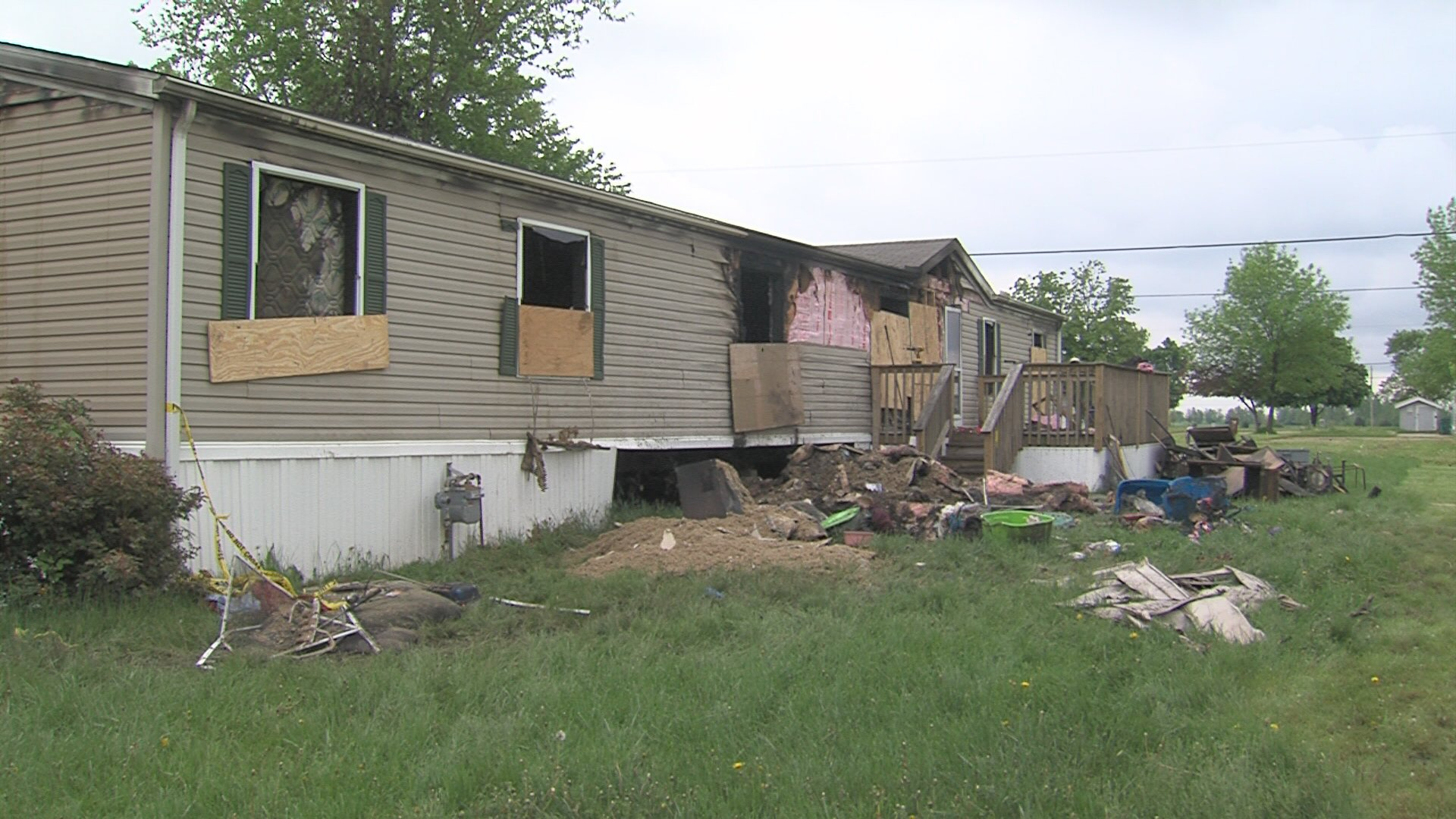 mobile home fire sends one to hospital wandtv com newscenter17