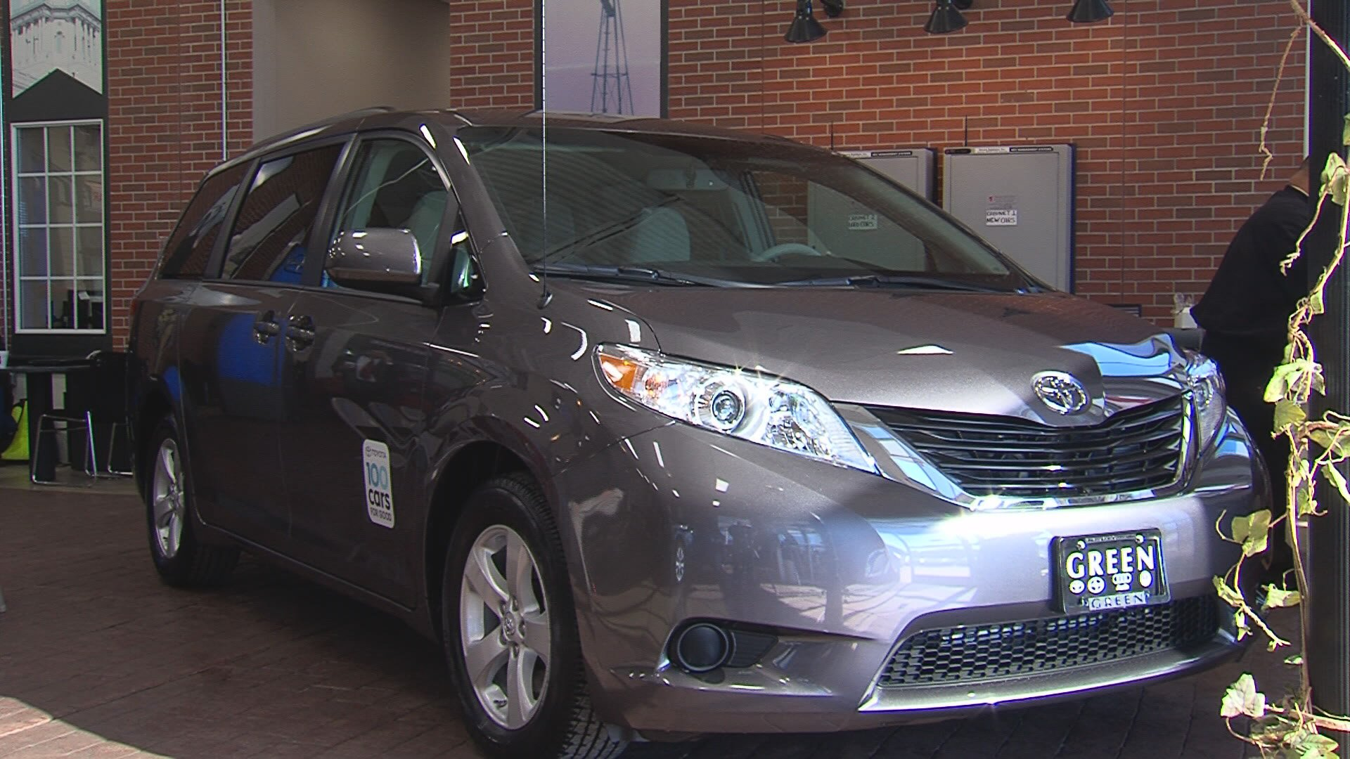 Springfield   Green Toyota Presented The Prairie Council Of Aging With A  New Toyota Sienna As Part Of The Toyota 100 Cars For Good Program.